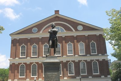 Photo of Faneuil Hall today, with statue of Samuel Adams in front